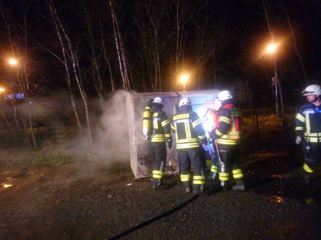 Brand eines Altkleidercontainer am Bahnhof Sprötze