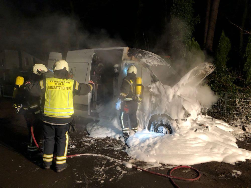 Holm-Seppensen: Brennender Kleintransporter