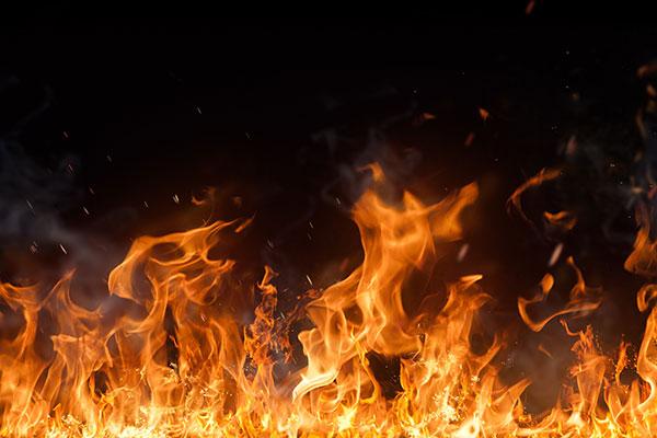 Brennt Grasfläche in Dibbersen